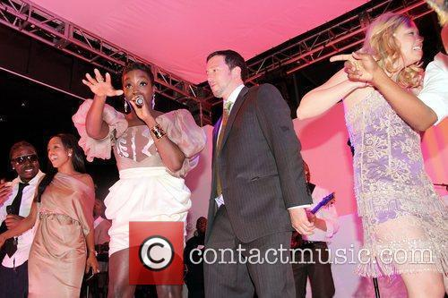 Estelle Performing On Stage 4