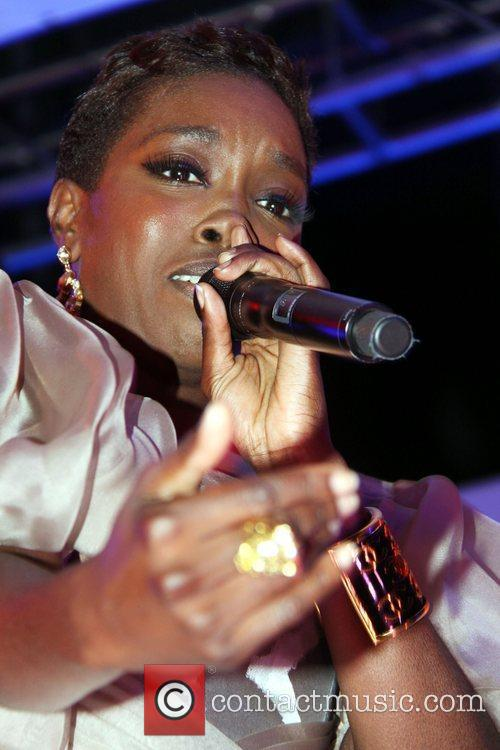Estelle Performing On Stage 5