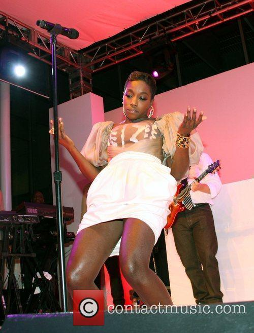 Estelle Performing On Stage 3