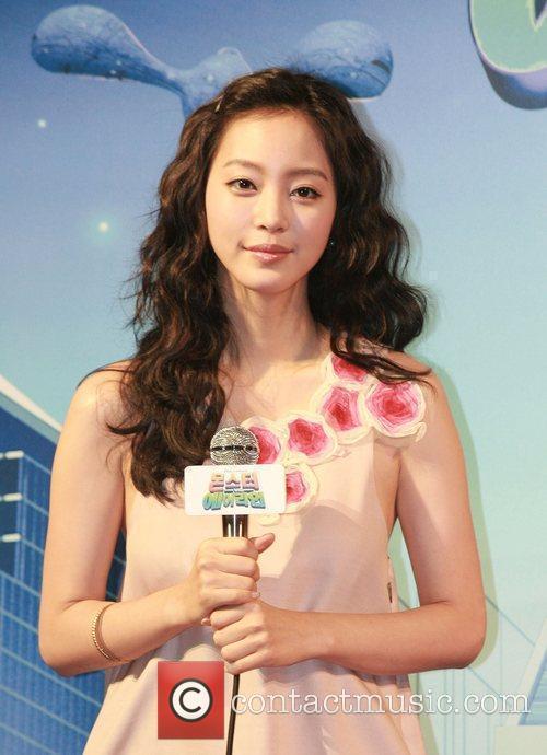 Han Ye-seul and Aliens 7