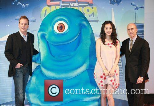 Han Ye-seul and Aliens 5