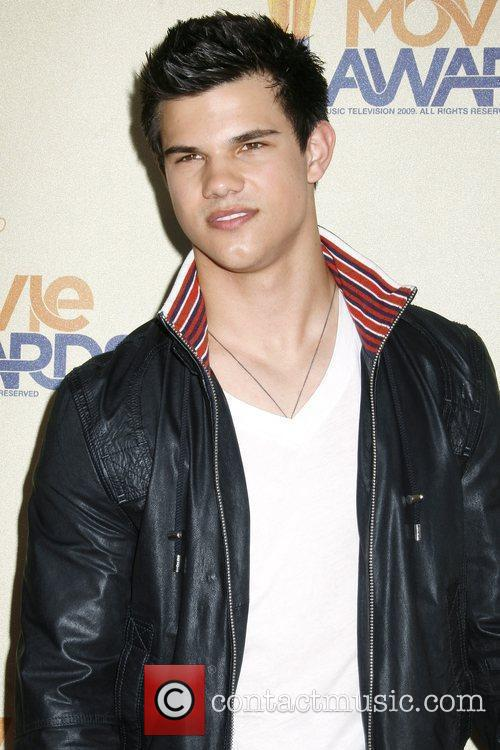 Taylor Lautner and Mtv 4
