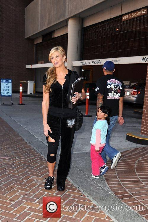 'Access Hollywood' cohost Nancy O'Dell shows off her...