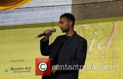 Rising star Amir Awan entertains crowds in London's...