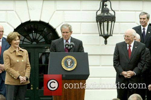 Laura Bush, Barack Obama and White House 5