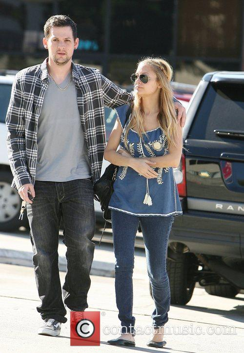 Joel Madden and Nicole Richie arrive for lunch...
