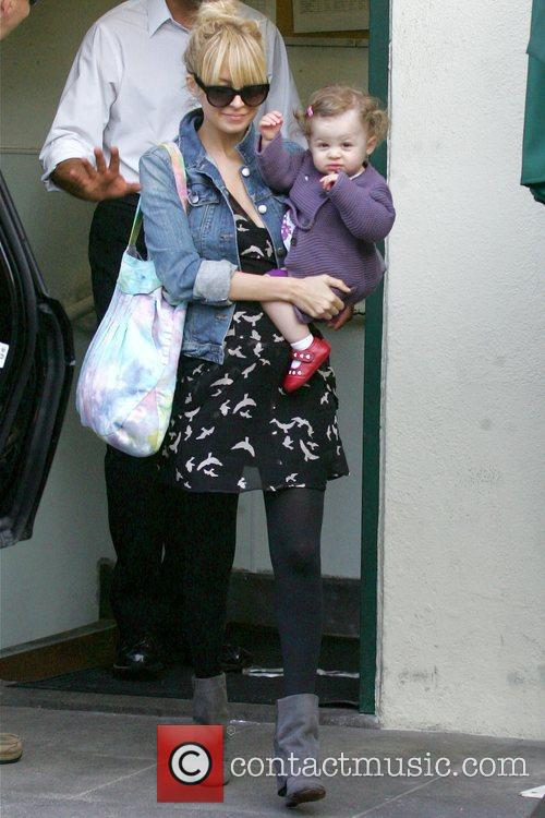 Nicole Richie Pregnant Nicole Richie leaving Cafe Med...