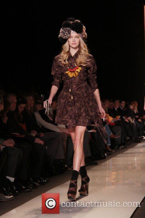 Model and Diane Von Furstenberg 5