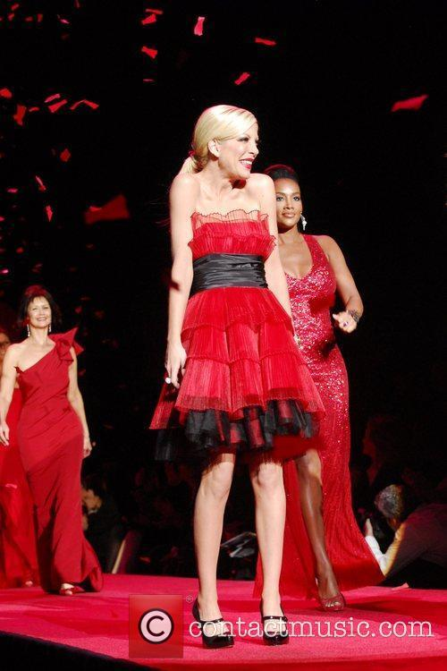 Tori spelling mercedes benz img new york fashion week for Spell mercedes benz
