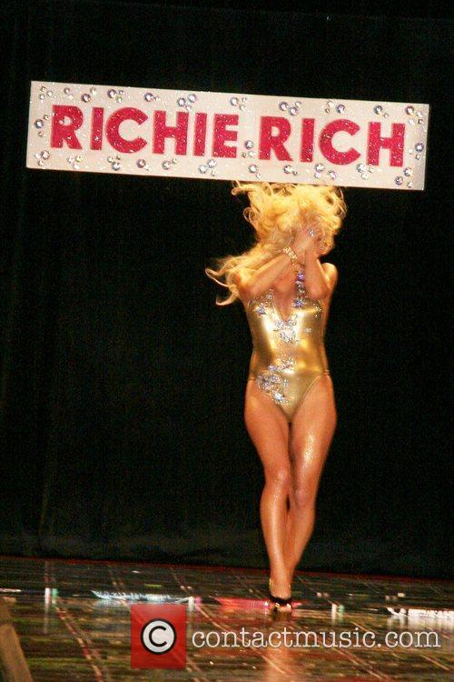 Pamela Anderson and Richie Rich 13