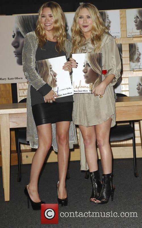 Mary-kate Olsen and Ashley Olsen 2