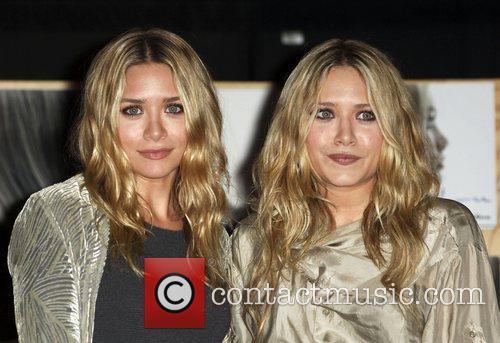 Mary-kate Olsen and Ashley Olsen 5