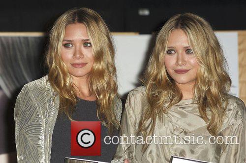 Mary-kate Olsen and Ashley Olsen 6