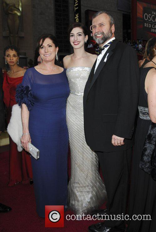 Anne Hathaway, Parents and Academy Of Motion Pictures And Sciences 3
