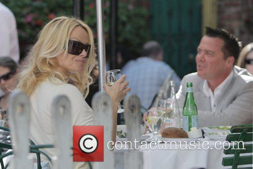 Pamela Anderson and a male friend have lunch at the Ivy 16
