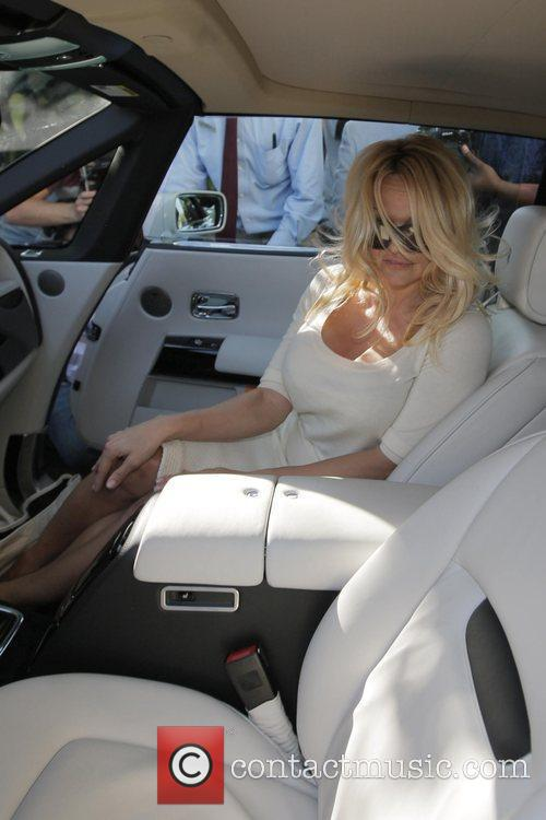 Pamela Anderson and a male friend leave the Ivy after having lunch 8