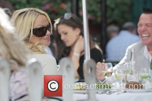 Pamela Anderson and a male friend have lunch at the Ivy 18