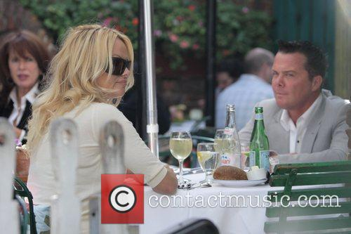 Pamela Anderson and a male friend have lunch at the Ivy 19