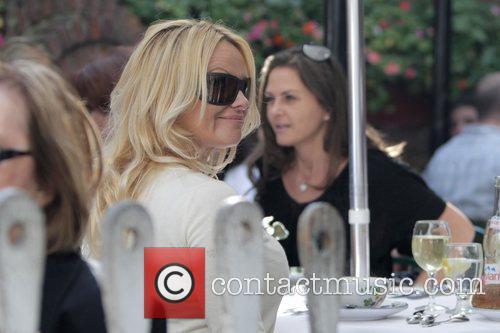 Pamela Anderson and a male friend have lunch at the Ivy 10
