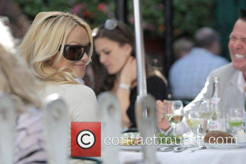 Pamela Anderson and a male friend have lunch at the Ivy 15