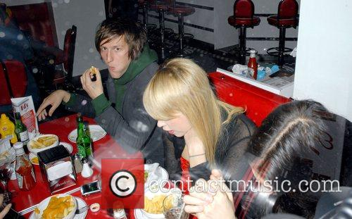 Peaches Geldof eating with friends at Ed's Diner...