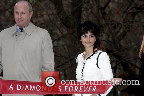 Penelope Cruz and Elton John 7