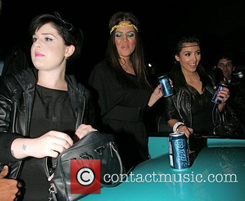 Kelly Osbourne, Khloe Kardasian and Kim Kardashian 3