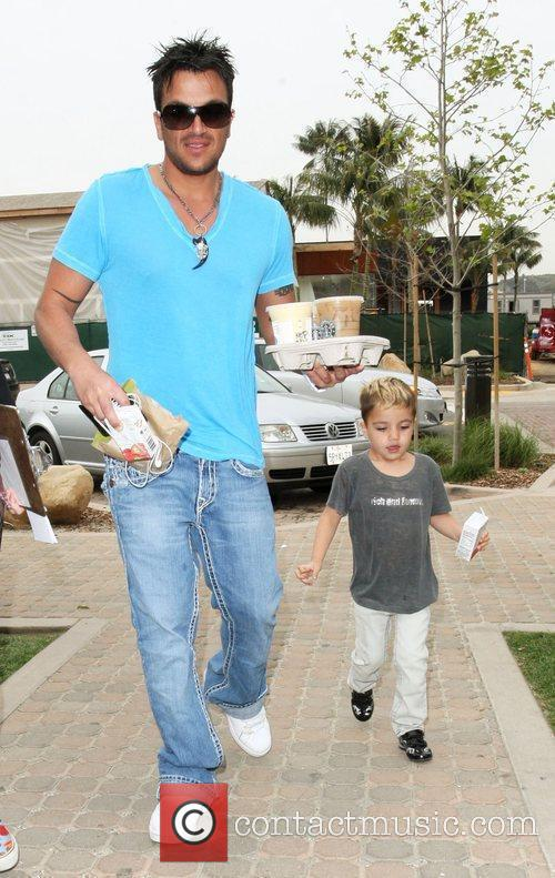 Peter Andre, Son Junior Go For Coffee At Starbucks At Cross Creek and Malibu. 7