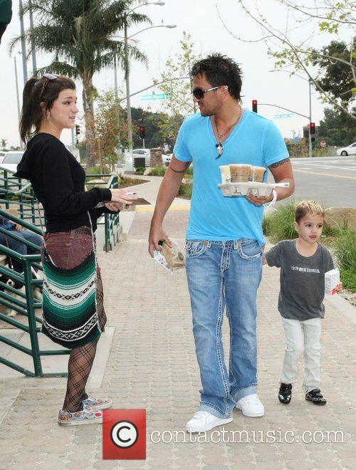 Peter Andre, Son Junior Go For Coffee At Starbucks At Cross Creek and Malibu. 8