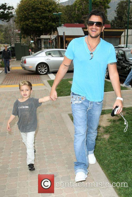 Peter Andre, Son Junior Go For Coffee At Starbucks At Cross Creek and Malibu. 3