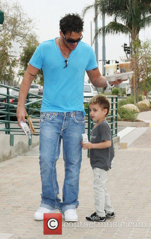 Peter Andre, Son Junior Go For Coffee At Starbucks At Cross Creek and Malibu. 6