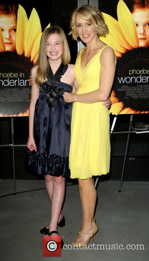 Elle Fanning and Felicity Huffman 1