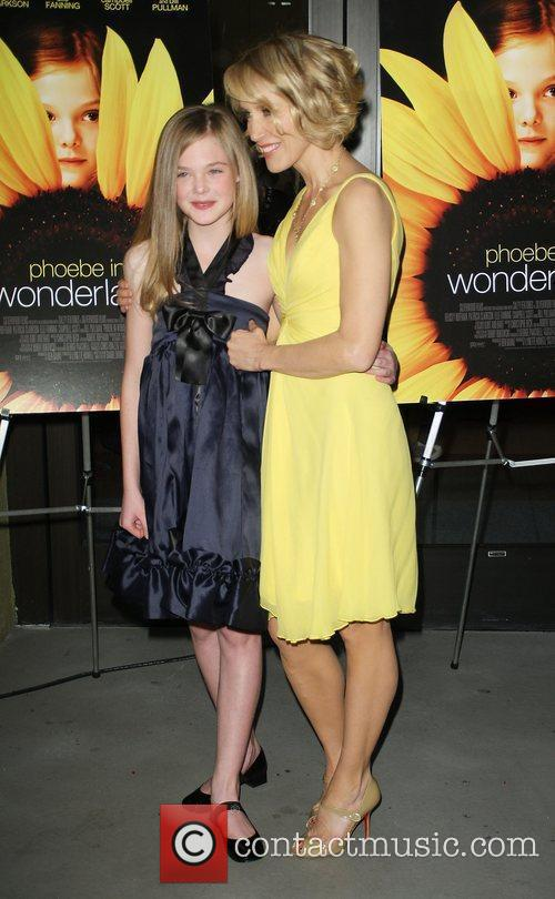 Felicity Huffman and Elle Fanning 8