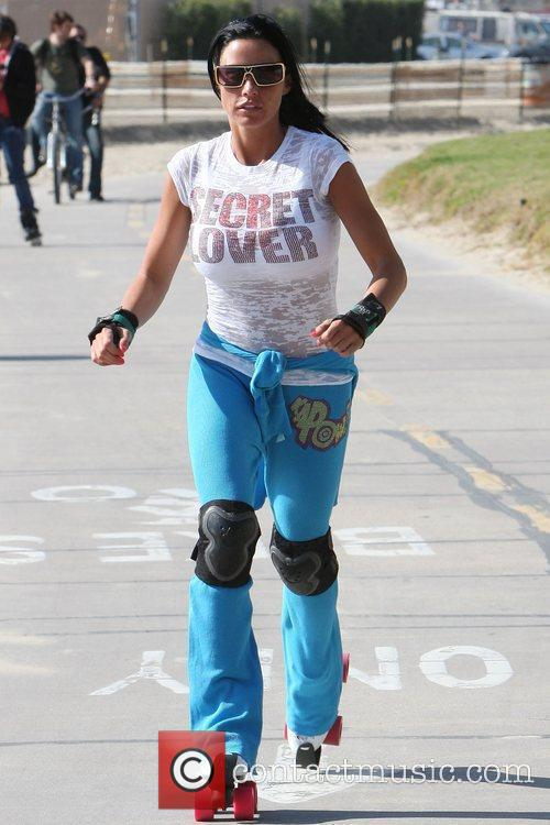 Katie Price, aka Katie Price, skating after leaving Venice Bike and Skates 2