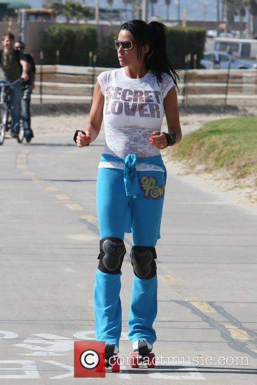 Katie Price, aka Katie Price, skating after leaving Venice Bike and Skates 5