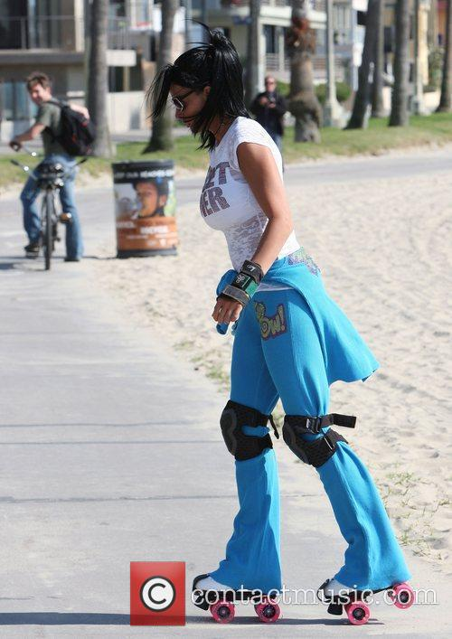 Katie Price, aka Katie Price, skating after leaving Venice Bike and Skates 6
