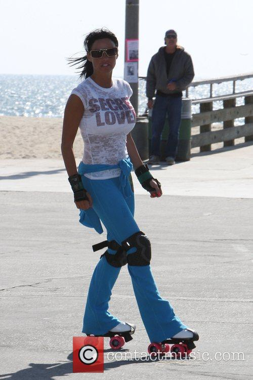 Katie Price, aka Katie Price, skating after leaving Venice Bike and Skates 12