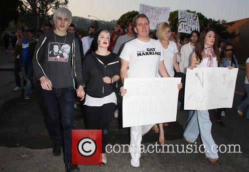 Luke Worrall, Kelly Osbourne and Perez Hilton 3