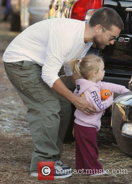 Tobey Maguire and Daughter Ruby At Mr. Bones Pumpkin Patch In West Hollywood 3
