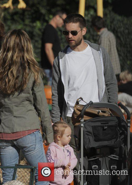 Tobey Maguire, Jennifer Meyer and Daughter Ruby At Mr. Bones Pumpkin Patch In West Hollywood 7