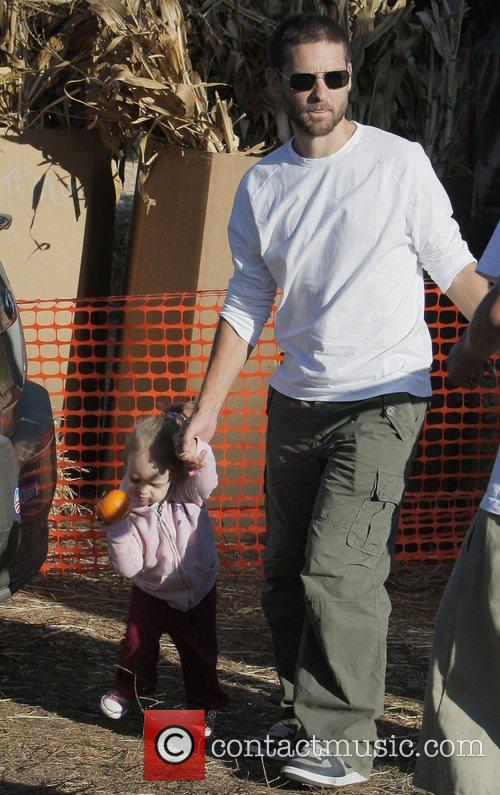 Tobey Maguire and Daughter Ruby At Mr. Bones Pumpkin Patch In West Hollywood 5