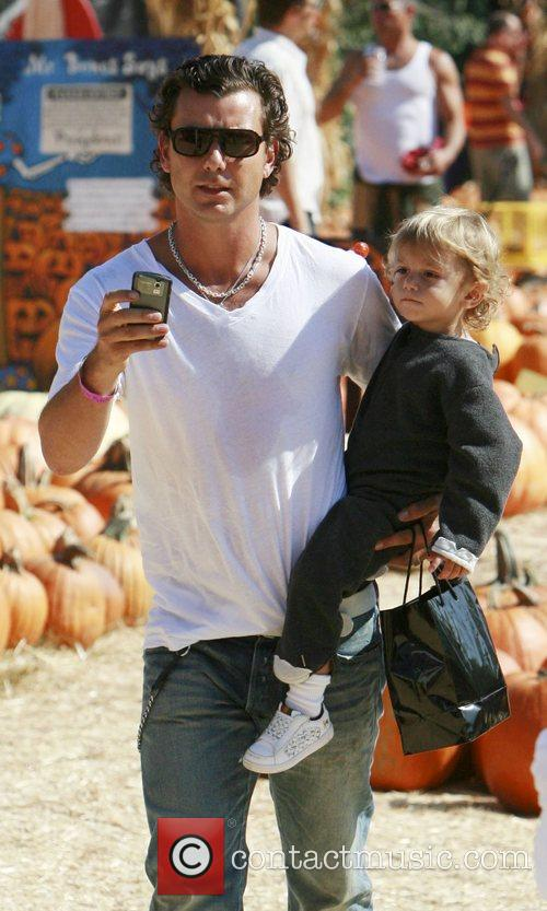 Gavin Rossdale and his son Kingston 4