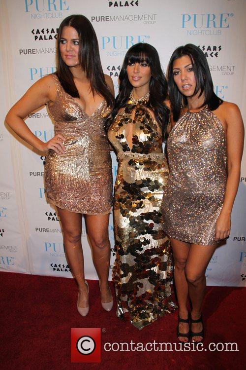 Khloe Kardashian, Kim Kardashian and Pete Wentz 3