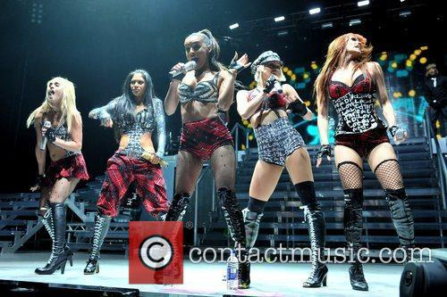 Pussycat Dolls, Melody Thornton, Ashley Roberts, Jessica Sutta, Kimberly Wyatt, Carmit Bachar, O2 Arena