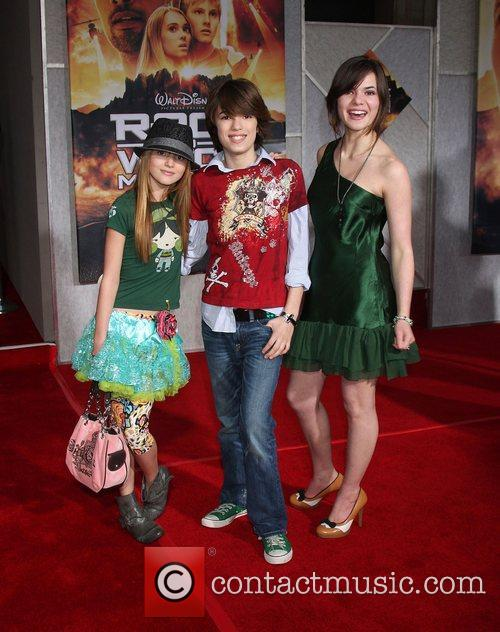 Bella Thorne, Kaili Thorne and Remy Thorne