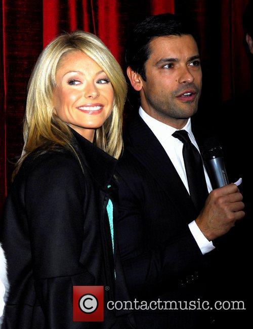 Kelly Ripa and Mark Consuelos 8