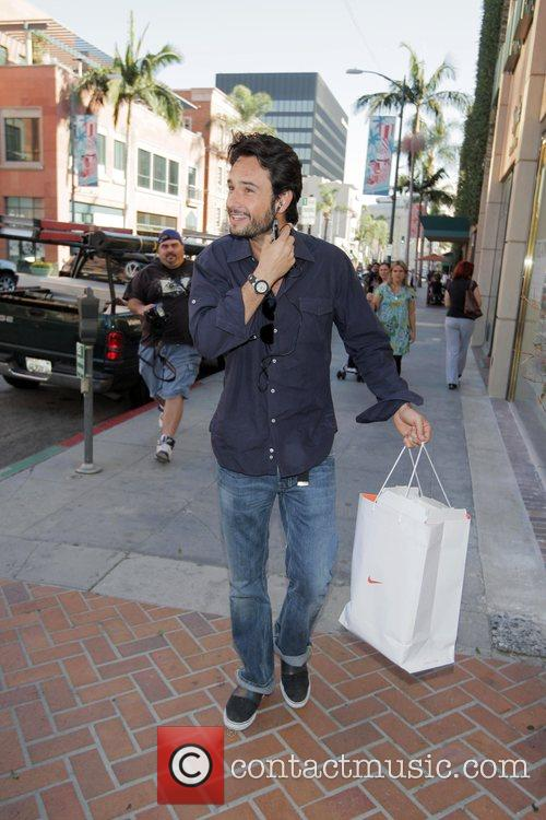 Rodrigo Santoro leaving a medical building in Beverly...