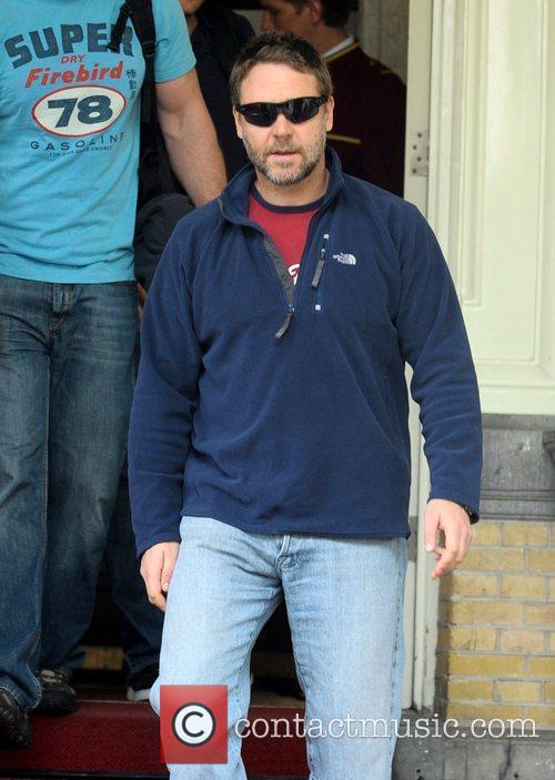 Russell Crowe leaving the Amstel hotel