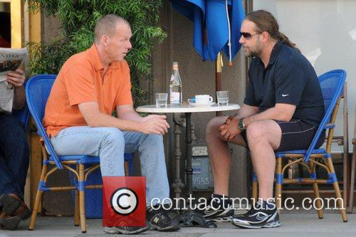 Russell Crowe enjoys coffee and cigarettes with a...