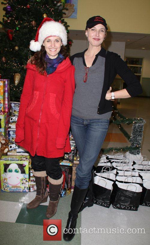 Amy Brenneman and Brenda Strong 5